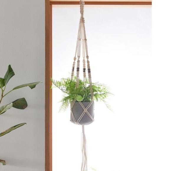 • macramé plant hanger •